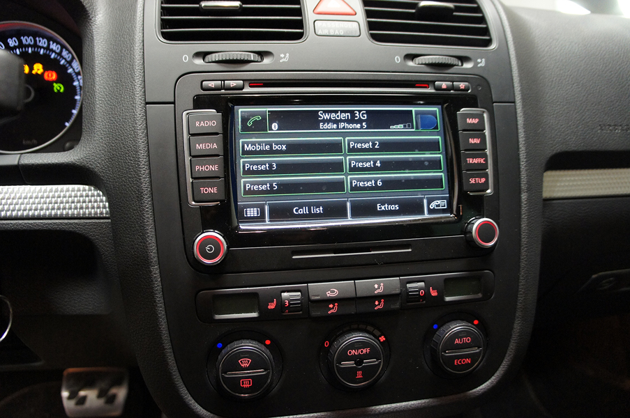C C E C as well Maxresdefault besides S L moreover Install Vw Volkswagen Passat Cc Bluetooth Music Gps Radio S E further S L. on 04 vw passat system
