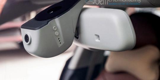 bilkamera (dashcam) integrerad i bilen